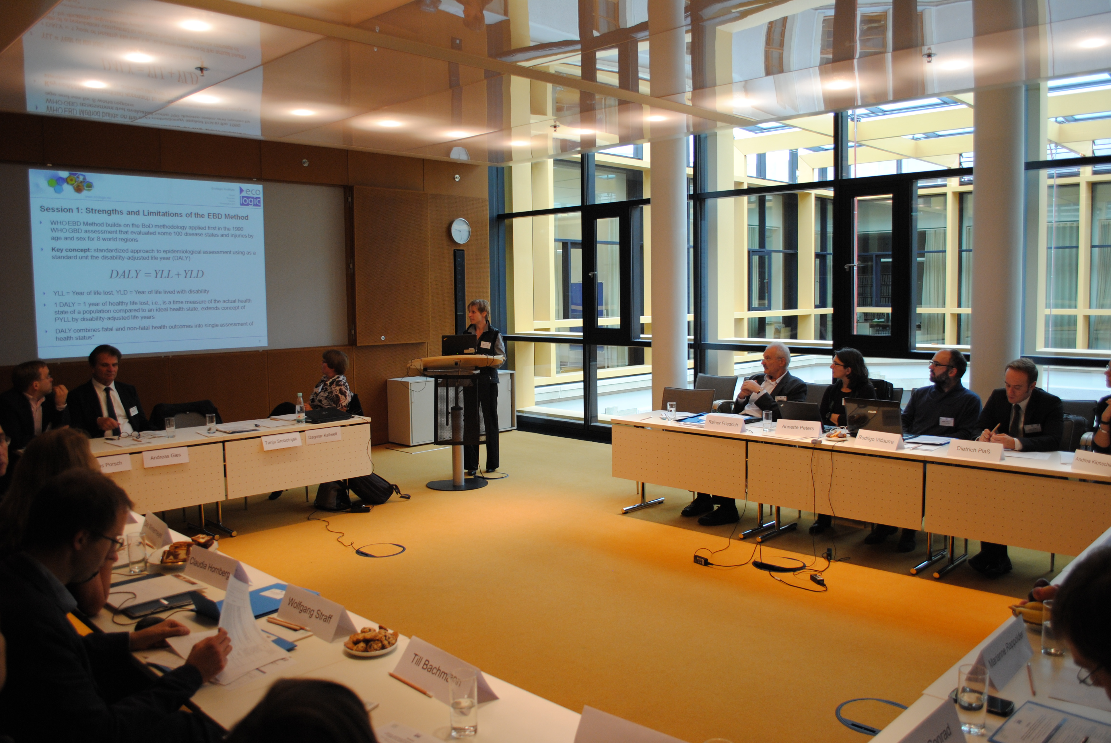 Expert Bielefeld expert discussion reviewing the methodological foundations of the